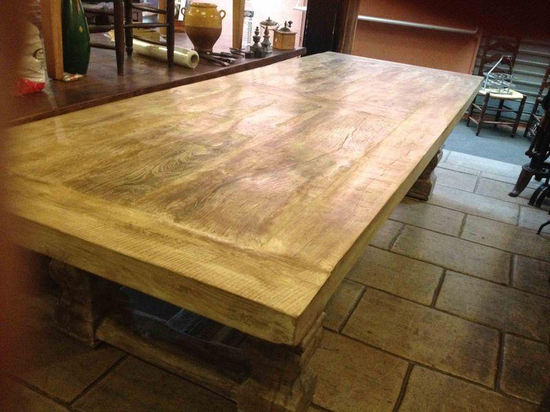 table monast re. Black Bedroom Furniture Sets. Home Design Ideas